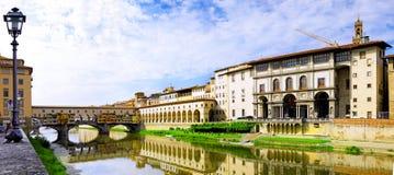 Ποταμός Arno στη Φλωρεντία, Τοσκάνη, Ιταλία. Πανόραμα Στοκ φωτογραφία με δικαίωμα ελεύθερης χρήσης