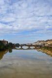 Ποταμός Arno στη Φλωρεντία, Ιταλία Στοκ Εικόνες