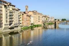 Ποταμός Arno στη Φλωρεντία στην Ιταλία Στοκ Εικόνες