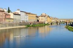 Ποταμός Arno στη Φλωρεντία στην Ιταλία Στοκ Φωτογραφία