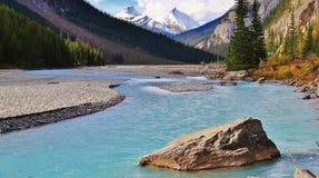 Ποταμός Athabasca, ιάσπιδα, Αλμπέρτα Στοκ Εικόνες