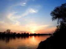 Ποταμός Atmata στα χρώματα ηλιοβασιλέματος, Λιθουανία στοκ εικόνες με δικαίωμα ελεύθερης χρήσης