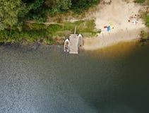 Ποταμός Desna με μια ξύλινη αποβάθρα ( στοκ φωτογραφία με δικαίωμα ελεύθερης χρήσης