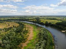 Ποταμός Desna με τη δασική εναέρια άποψη στοκ εικόνες