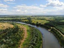 Ποταμός Desna με τη δασική εναέρια άποψη στοκ εικόνα