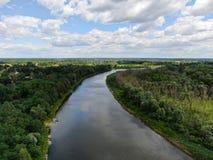Ποταμός Desna με τη δασική εναέρια άποψη στοκ φωτογραφία με δικαίωμα ελεύθερης χρήσης