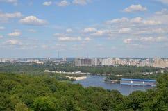 Ποταμός Dnipro στην πόλη του Κίεβου, Ουκρανία Στοκ Εικόνες