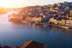 Ποταμός Douro και Ribeira στο ηλιοβασίλεμα, Πόρτο στοκ εικόνες