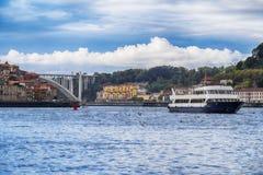 Ποταμός Douro στη γέφυρα Arrabida, Πόρτο, Πορτογαλία Στοκ Εικόνες
