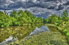 Ποταμός Fulda στο πάρκο HDR Aueweiher σε Fulda, Hesse, Γερμανία Στοκ εικόνες με δικαίωμα ελεύθερης χρήσης