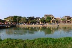 Ποταμός Hoai στην αρχαία πόλη Hoian στις 23 Ιανουαρίου 2015 σε Hoian, Βιετνάμ Στοκ Εικόνα