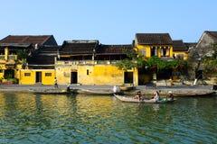 Ποταμός Hoai στην αρχαία πόλη Hoian στις 23 Ιανουαρίου 2015 σε Hoian, Βιετνάμ Στοκ Εικόνες