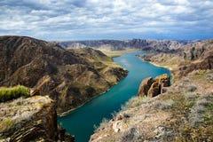 Ποταμός Ili την άνοιξη Καζακστάν Περιοχή του Αλμάτι στοκ εικόνες
