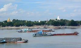 Ποταμός Irrawaddy και άποψη λόφων Sagaing από την παγόδα shwe-kyet-Kya Mandalay Myanmar Στοκ Εικόνες