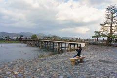 Ποταμός Katsura και γέφυρα Togetsukyo σε Arashiyama, Κιότο, Ιαπωνία Στοκ εικόνες με δικαίωμα ελεύθερης χρήσης