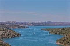 Ποταμός Krka που εισάγει τη λίμνη Prokljan στοκ φωτογραφίες με δικαίωμα ελεύθερης χρήσης