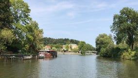 Ποταμός Ljubljanica τον Αύγουστο φιλμ μικρού μήκους