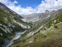 Ποταμός Marsyangdi και αιχμή Tilicho κοντά σε Manang, Νεπάλ Στοκ φωτογραφία με δικαίωμα ελεύθερης χρήσης