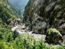 Ποταμός Marsyangdi μεταξύ Chyamche και Tal - του Νεπάλ Στοκ Φωτογραφία