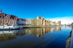 Ποταμός Motlawa και ζωηρόχρωμα σπίτια στην πόλη του Γντανσκ, Πολωνία Στοκ Φωτογραφία