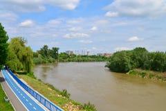 Ποταμός Mures πόλεων Arad Στοκ φωτογραφίες με δικαίωμα ελεύθερης χρήσης