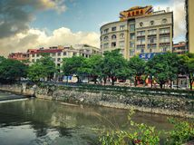 Ποταμός Nanshan riverwalk που βρίσκεται αντιμέτωπος με τους φραγμούς γρανίτη Στοκ φωτογραφία με δικαίωμα ελεύθερης χρήσης