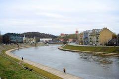 Ποταμός Neris και κάστρο Gediminas στη Λιθουανία Στοκ εικόνα με δικαίωμα ελεύθερης χρήσης