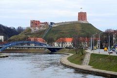 Ποταμός Neris και κάστρο Gediminas στη Λιθουανία Στοκ φωτογραφία με δικαίωμα ελεύθερης χρήσης