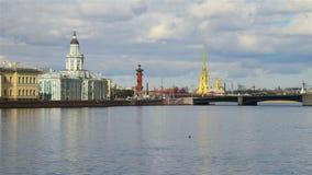 Ποταμός Neva στο κέντρο Αγίου Πετρούπολη φιλμ μικρού μήκους