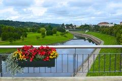 Ποταμός Niemen στο κέντρο πόλεων Kaunas, Λιθουανία Στοκ Φωτογραφίες