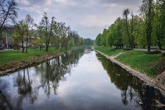 Ποταμός Olsa μεταξύ της Πολωνίας και της Δημοκρατίας της Τσεχίας στοκ εικόνα