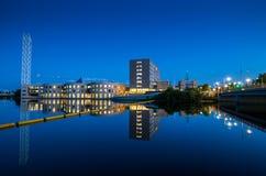 Ποταμός Rideau και παλαιά αίθουσα πόλεων ως σαφείς προσεγγίσεις θερινού βραδιού Στοκ φωτογραφία με δικαίωμα ελεύθερης χρήσης