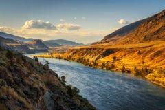 Ποταμός Thompson στο ηλιοβασίλεμα στη Βρετανική Κολομβία, Καναδάς Στοκ εικόνα με δικαίωμα ελεύθερης χρήσης