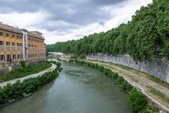 Ποταμός Tiber και νησί Isola Tiberina Tiber - Ρώμη, Ιταλία στοκ εικόνα με δικαίωμα ελεύθερης χρήσης