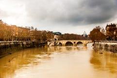 Ποταμός Tiber κατά τη διάρκεια της βροχής strom Στοκ εικόνες με δικαίωμα ελεύθερης χρήσης