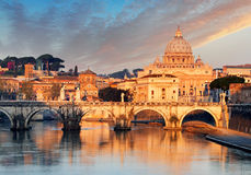 Ποταμός Tiber, Ponte Sant Angelo και βασιλική του ST Peter Στοκ εικόνα με δικαίωμα ελεύθερης χρήσης