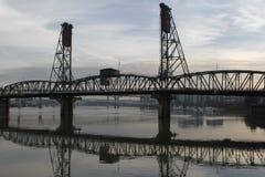Ποταμός Willamette γεφυρών του Πόρτλαντ Όρεγκον Hawthorne Στοκ Εικόνα