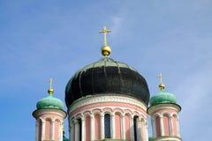 ΠΟΤΣΝΤΑΜ, ΓΕΡΜΑΝΙΑ - 15 ΑΥΓΟΎΣΤΟΥ 2017: Θόλοι του ρωσικού Orthodo Στοκ Φωτογραφίες