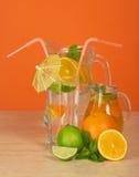 Ποτό, γυαλί με την ομπρέλα και άχυρα Στοκ Εικόνες
