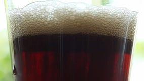 Ποτό κόλας στο γυαλί - κινηματογράφηση σε πρώτο πλάνο φιλμ μικρού μήκους