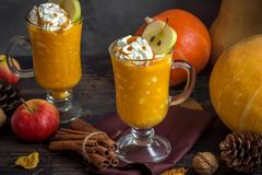 Ποτό φθινοπώρου για την ημέρα των ευχαριστιών Στοκ Εικόνα