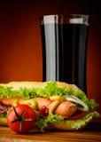 Ποτό χοτ-ντογκ και κόλας Στοκ εικόνες με δικαίωμα ελεύθερης χρήσης