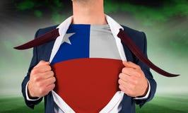 Πουκάμισο ανοίγματος επιχειρηματιών για να αποκαλύψει τη σημαία της Χιλής Στοκ εικόνα με δικαίωμα ελεύθερης χρήσης