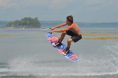 Πουκάμισο Wakeboarding λιγότερος τύπος στοκ εικόνες