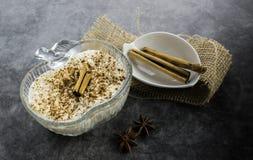Πουτίγκα και κανέλα ρυζιού στοκ φωτογραφίες