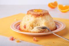 Πουτίγκα ρυζιού με την πορτοκαλιά φλούδα και γλασαρισμένος στοκ εικόνα με δικαίωμα ελεύθερης χρήσης