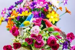 Πουλί και λουλούδι Στοκ φωτογραφία με δικαίωμα ελεύθερης χρήσης