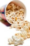 που ανατρέπεται popcorn κύπελλ& στοκ φωτογραφία με δικαίωμα ελεύθερης χρήσης