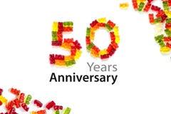 50 που γίνονται από τις gummy αρκούδες που απομονώνονται στο λευκό και το κείμενο δείγμα Yea Στοκ Εικόνες