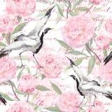 Πουλιά γερανών, ρόδινα λουλούδια, χειρόγραφο κείμενο floral πρότυπο άνευ ραφής watercolor Στοκ Εικόνες
